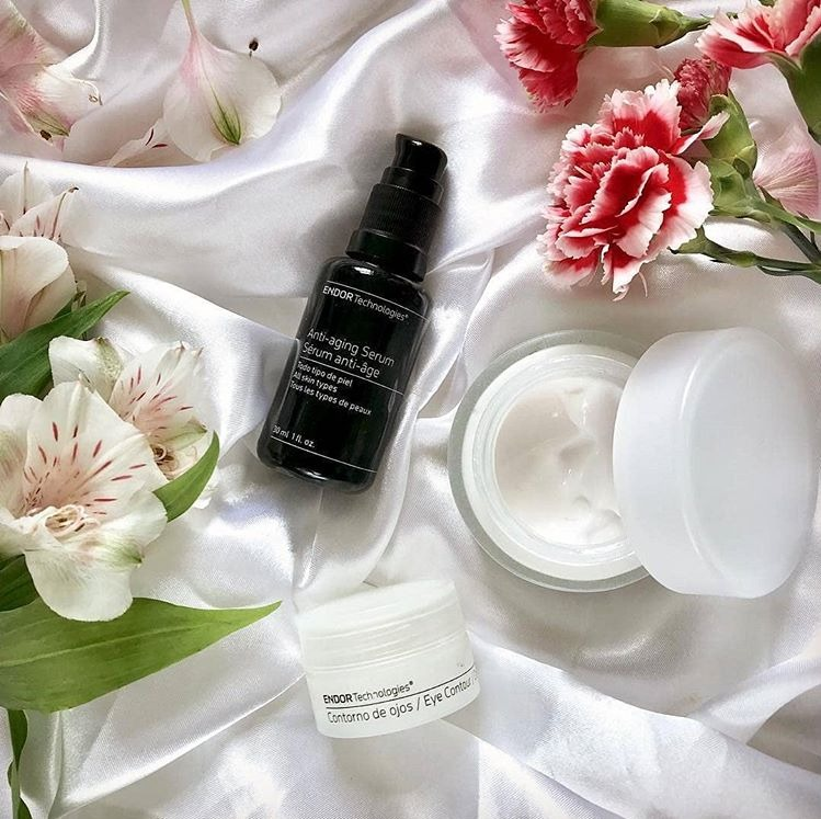 Anti Aging serum product from endor with flowers